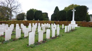 photo of Old Municipal CWGC WW2 Cemetery
