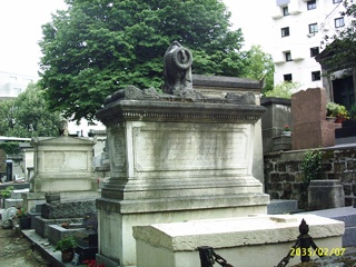photo of Montmartre Cemetery