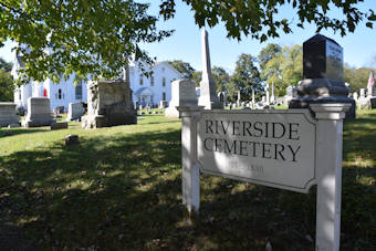 photo of Riverside Cemetery